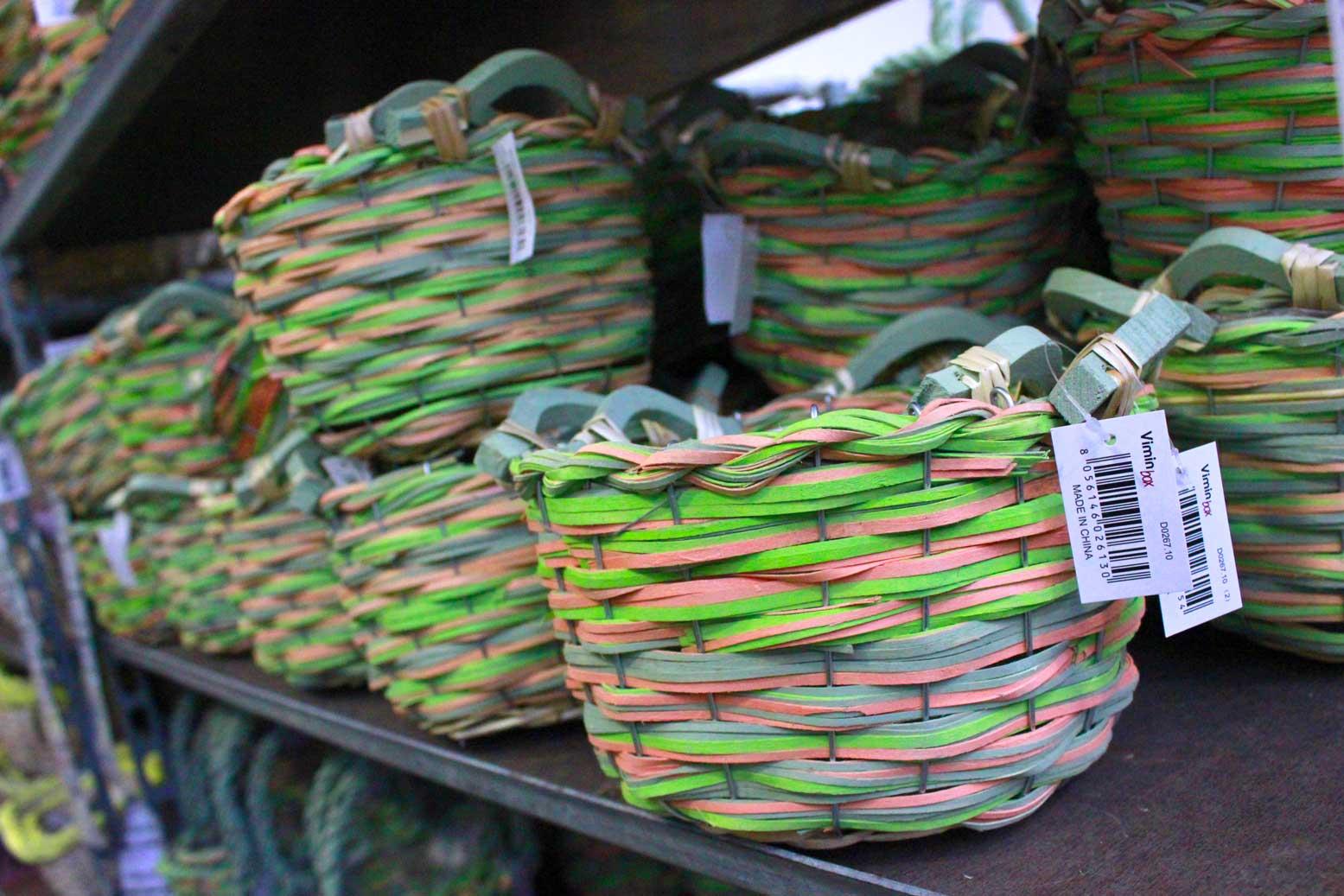 Materiali decorativi per composizioni verdi in offerta
